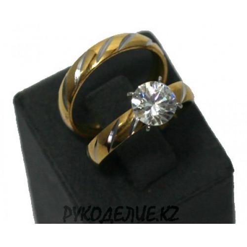 Кольцо двойное с узором и камнем (123)