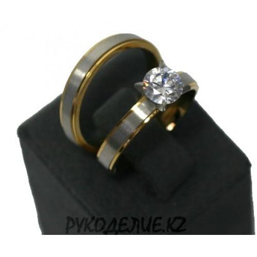 Кольцо двойное два цвета с камнем (126)